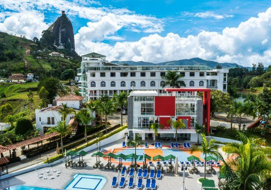 where-to-stay-hotel-guatape-tour-medellin
